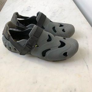 Speedo men's water shoes sz 9.5